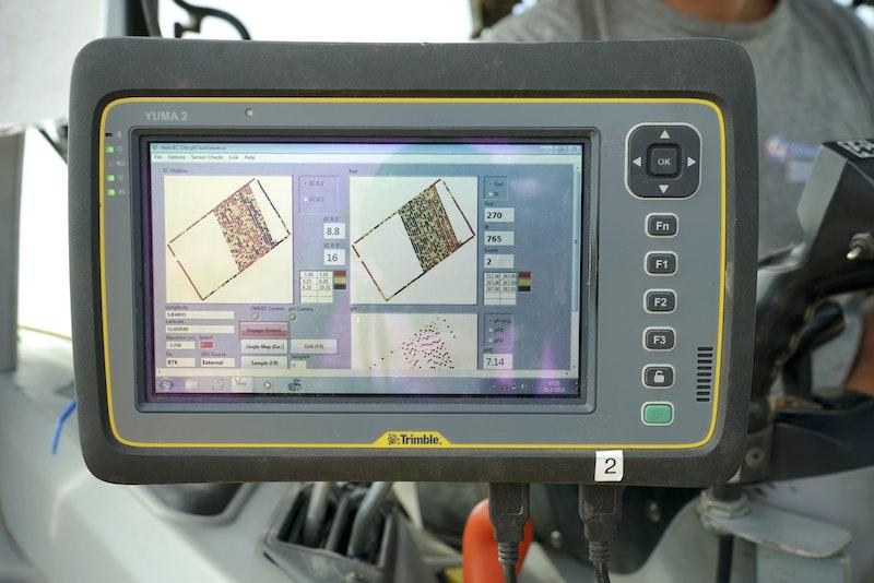 Veris-systeem bestaat uit drie sensoren die belangrijke parameters vastleggen.