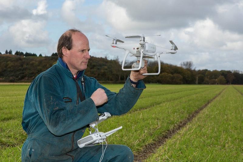 Henk Verdegaal met de drone die afgelopen seizoen is ingezet. In 2019 heeft hij ervaring opgedaan; volgend jaar wil hij meer data gebruiken.